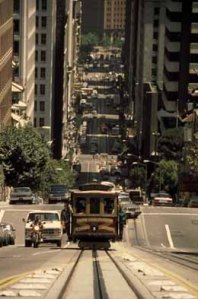 Recorrido actual del antiguo tranvia, bajando la loma de California Street